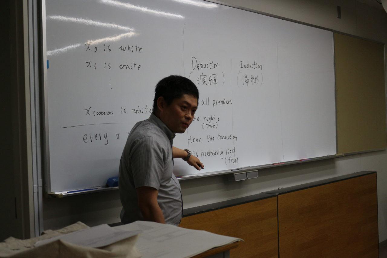 講義する佐野先生